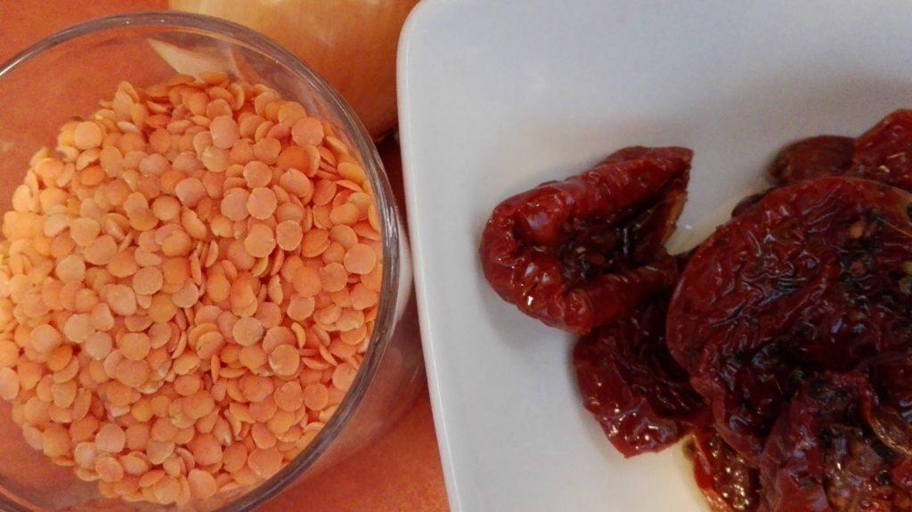 nalesniki suszone pomidory, soczewica, boczek